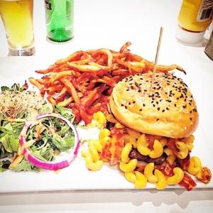Burger sainte Catherine Montreal