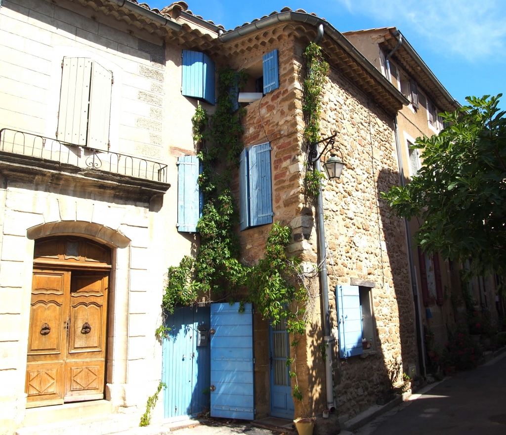Provence city guide France Latelierdal village Gigondas