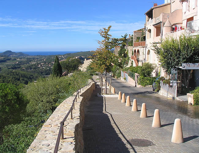 village medieval Le Castellet City guide Marseille L'atelier d'al blog mode lifestyle travel