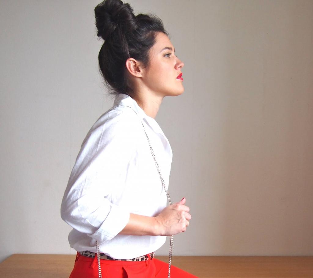 chemise blanche et pantalon rouge look latelierdal blog mode et voyage