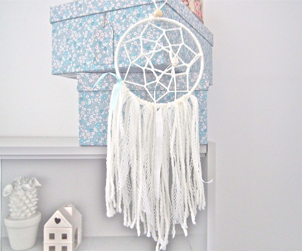 diy comment fabriquer un attrappe r ves dream catcher. Black Bedroom Furniture Sets. Home Design Ideas