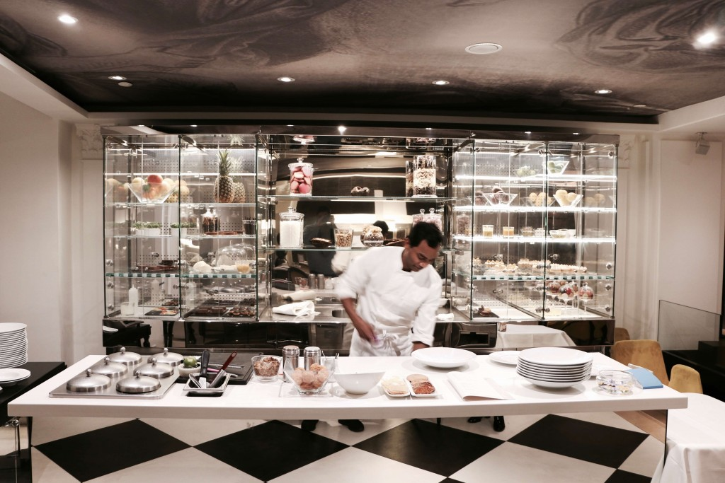 Accor Hotel St En Restaurant Paris