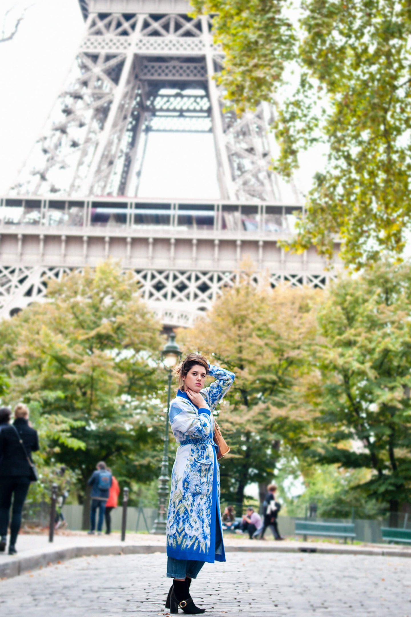 Look Cardigan bleu fleurs Paris tour Eiffel L'atelier d'al blog mode lifestyle DIY