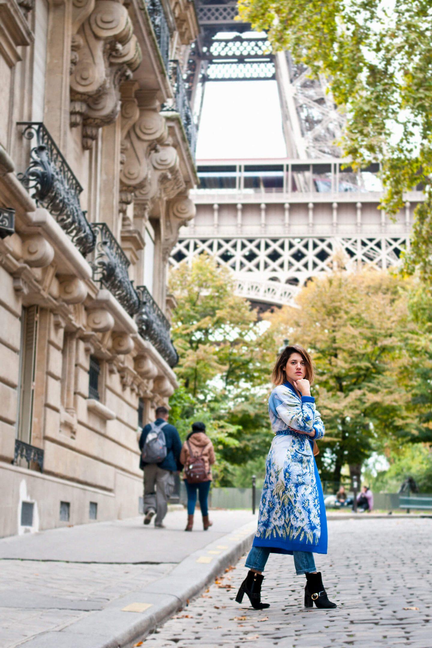 Look Cardigan bleu fleurs Paris tour Eiffel L'atelier d'al blog mode lifestyle DIY