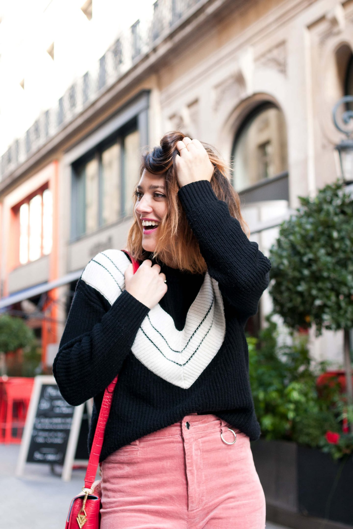 look pantalon rose flare velours Mango pull Marie Sixtine L'atelier d'al blog mode lifestyle Paris DIY