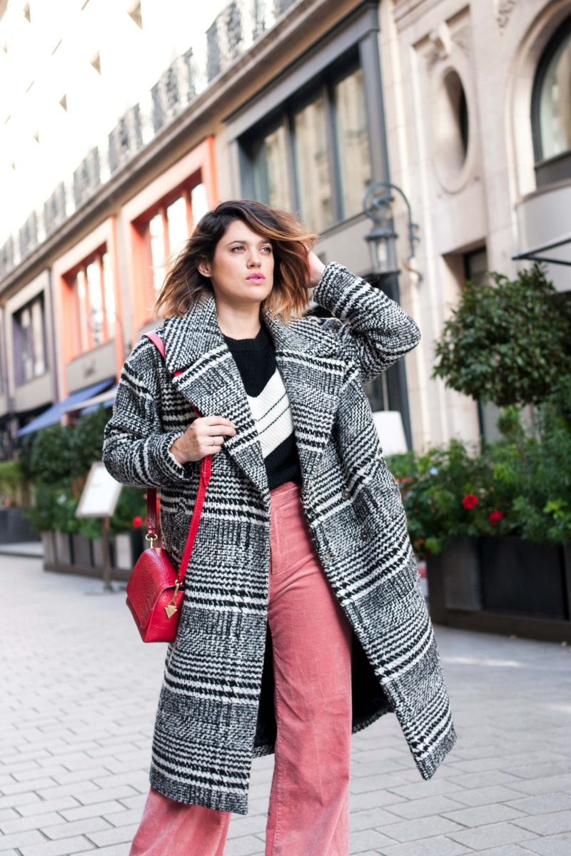 look pantalon rose flare velours Mango pull Marie Sixtine L'atelier d'al blog mode lifestyle Paris DIY