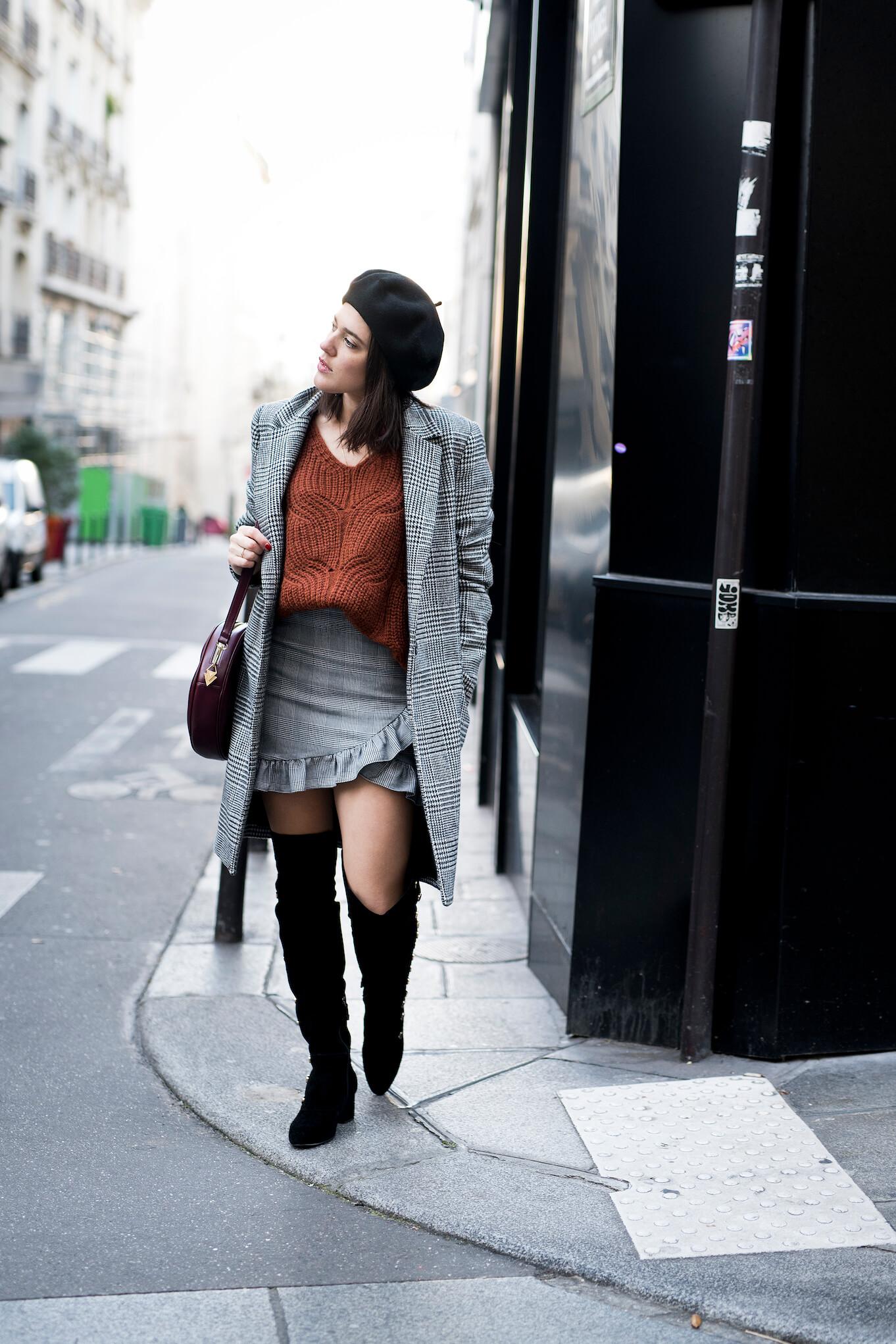 Cuissardes, jupe prince de Galles et pull loose street style Paris L'atelier d'al blog mode Lifestyle DIY