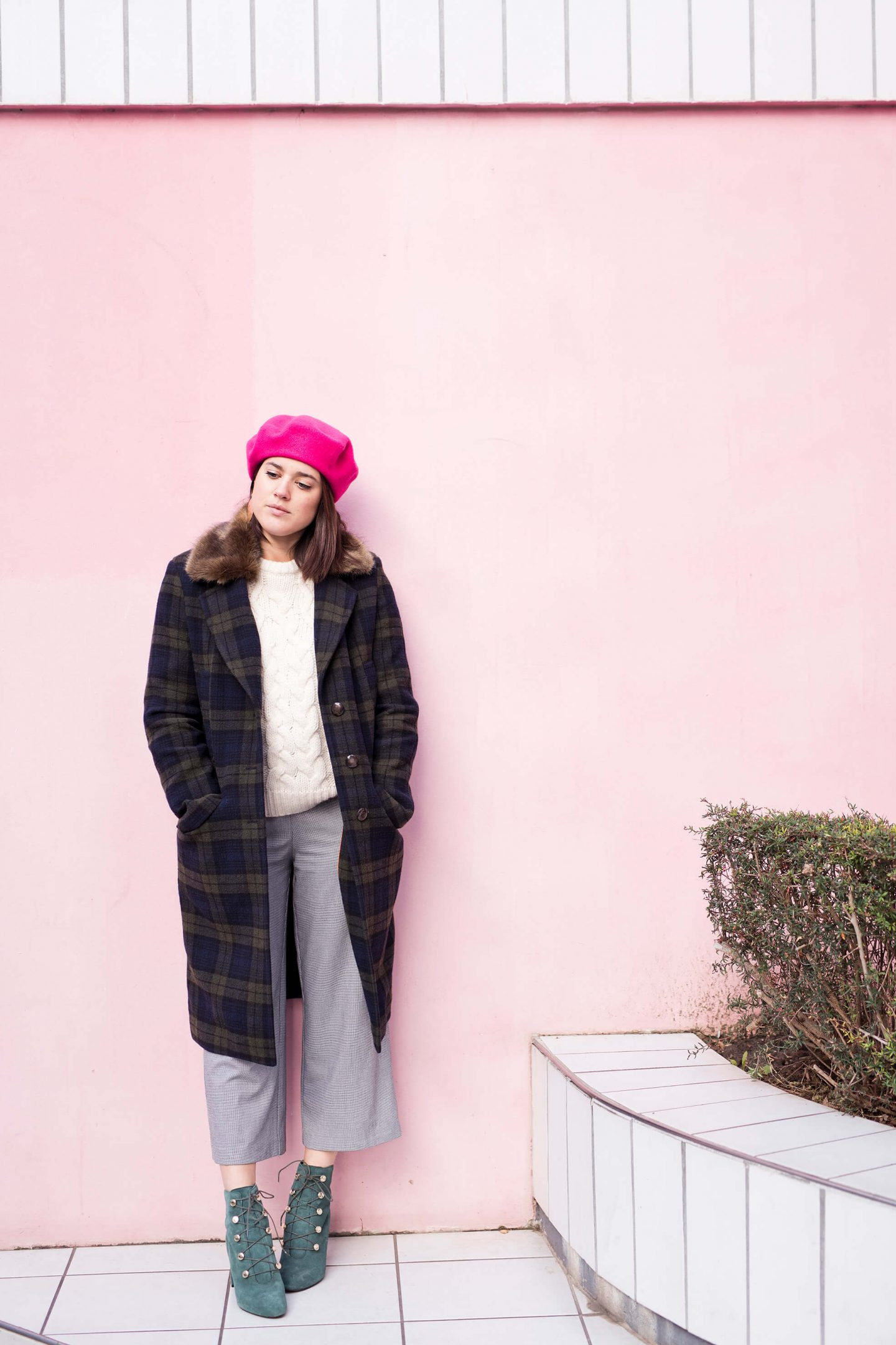 look manteau tartan Lener beret rose l'atelier d'al street style Paris blog mode lifestyle