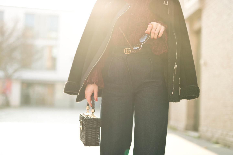 look streetstyle Paris L'atelier d'al blog mode lifestyle blouse Balzac dentelle jean flare Elise Chalmin
