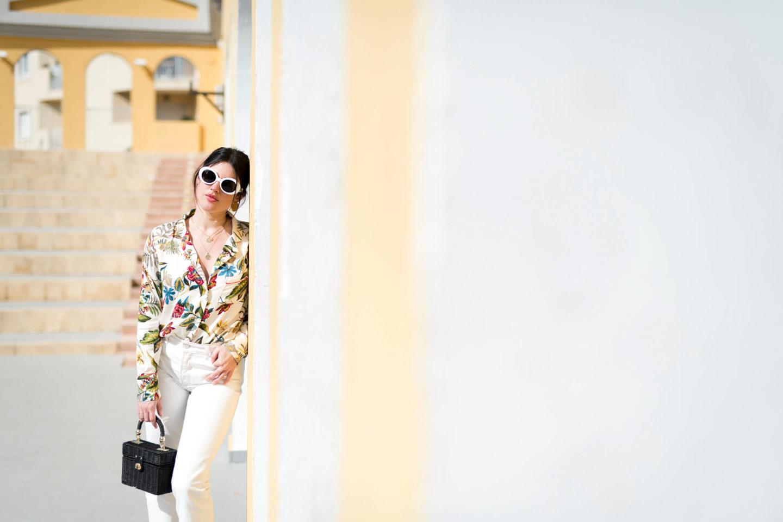 Porter des couleurs d'été jean mum blanc chemise à fleurs l'atelier d'al blog mode lifestyle Paris