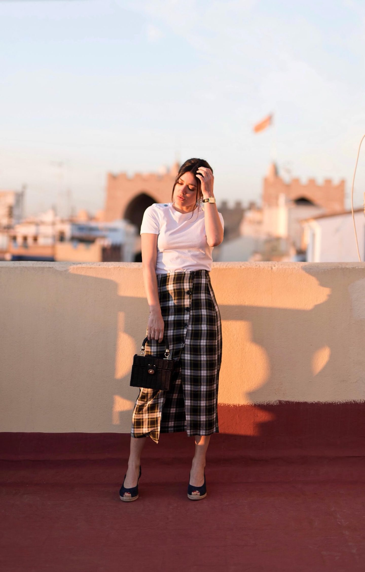 look sunset in Valance Espana Jupe midi à carreaux L'atelier d'al blog mode look sunset in Valance Espana Jupe midi à carreaux L'atelier d'al blog mode
