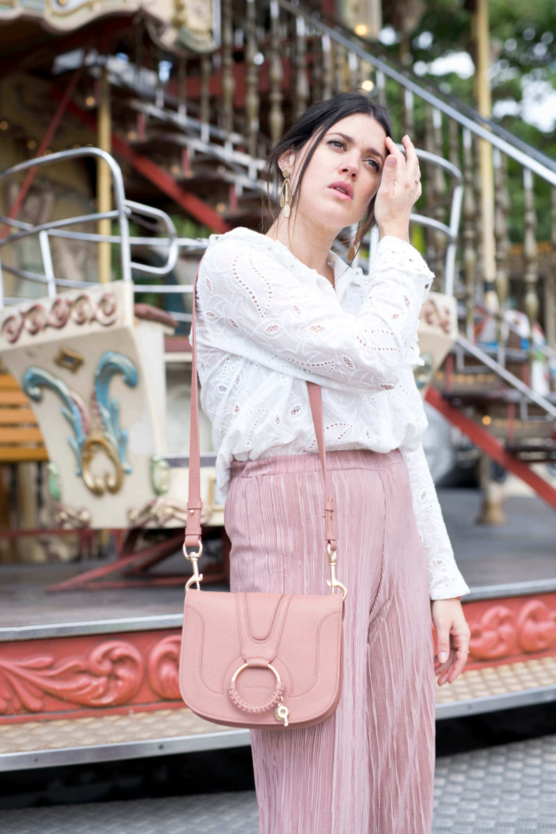 Blouse broderie anglaises Opullence Paris Sandales Minorquines Sac See By Chloé rose L'atelier d'al blog mode lifestyle fashion